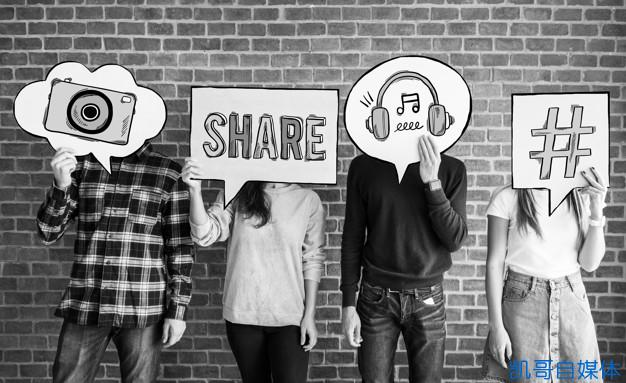 friends-holding-up-thought-bubbles-with-social-media-concept-icons_53876-24718.jpg